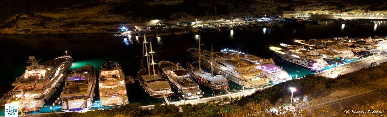 Sardegna, il mare dei velisti. Una meta amata da chi ama navigare con le vele al vento.
