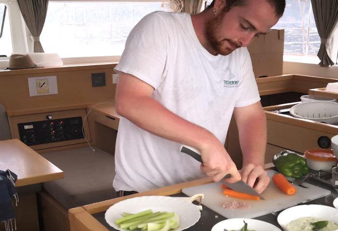 chi deve cucinare in barca durante la crociera