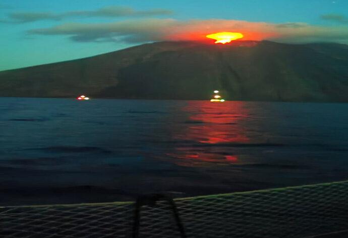 visitare stromboli con eruzione in barca