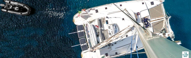 Scegli il catamarano per le tue vacanze al mare. Un'isola galleggiante comoda e spaziosa
